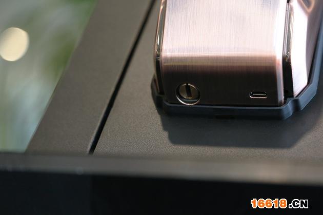 电量不足可以通过底部USB充电